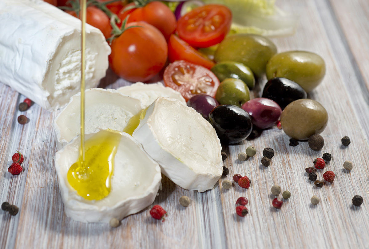 The necessity of Extra Virgin Olive Oil for achieving health benefits with a Mediterranean diet