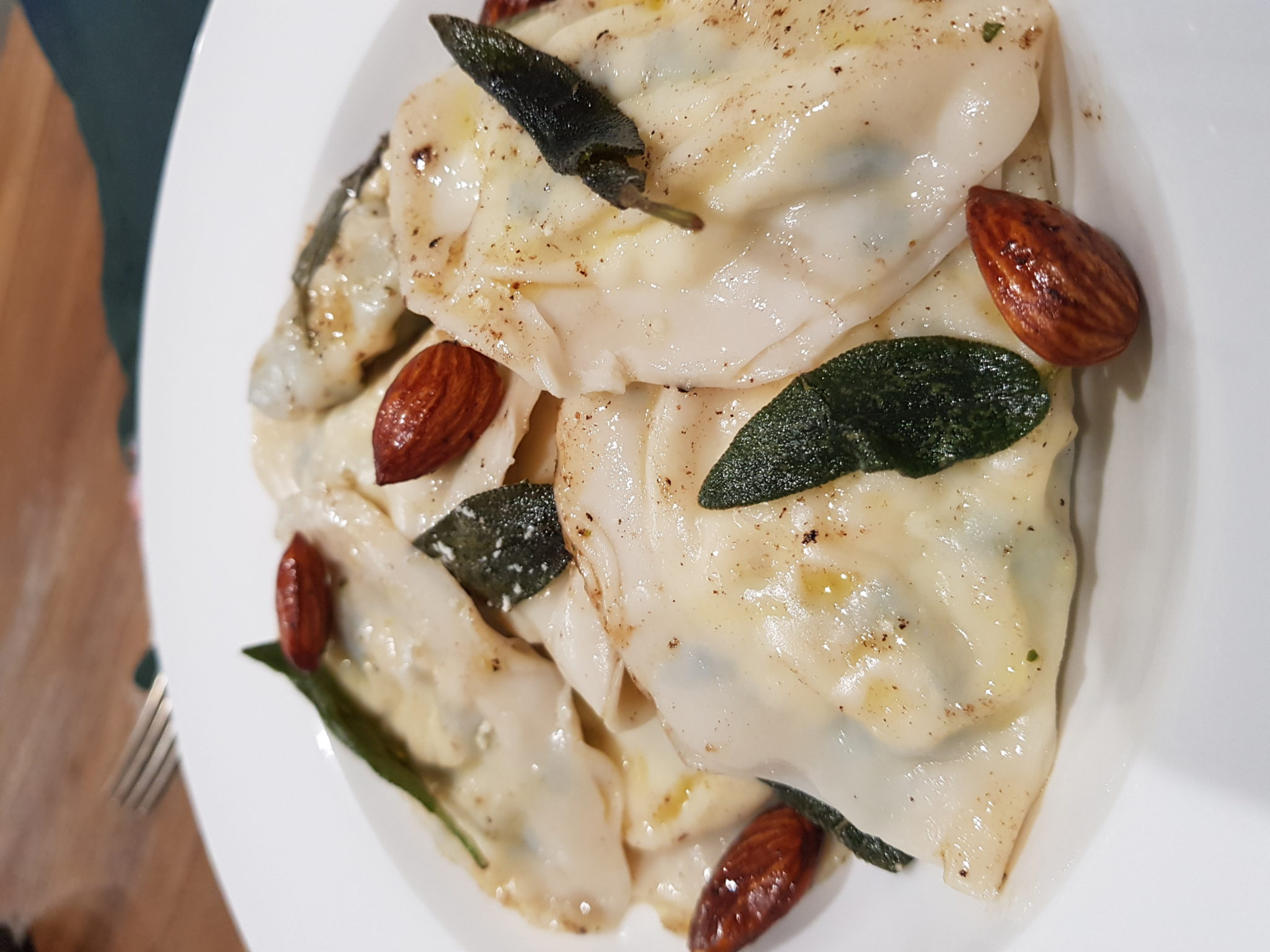 Why is the Mediterranean diet good for our immune system? With special recipe: Spinach and Ricotta Ravioli with EVOO and Sage Sauce